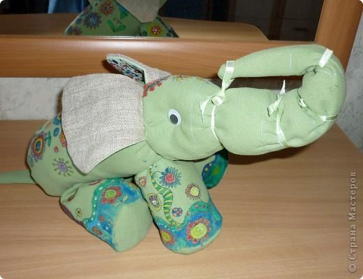 Слоненок Проша. Дорн Аня 10 лет. Слоненок сшит из старых джинсов и расписан вручную, рисунок создан Аней самостоятельно.  фото 1