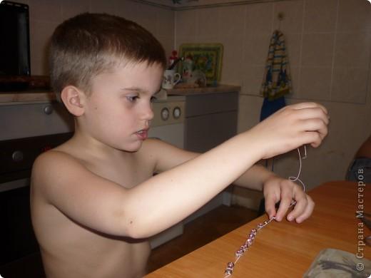 Решил мой младший сын сделать браслетик своей любимой девочке. Идея браслета, выбор бусин и подбор цветов его, мое дело было только профинансировать)))) фото 3