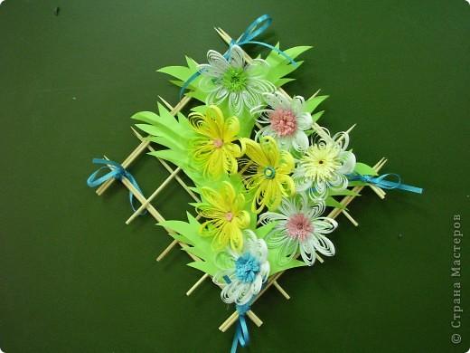 Цветы на рамке. Квиллинг. фото 3