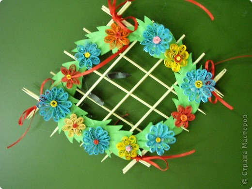 Цветы на рамке. Квиллинг. фото 1
