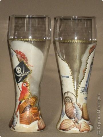 """Представляю на Ваш суд мою первую работу по декорированию бокалов. Сделаны они в подарок молодому человеку. Он помогает мужу тюнинговать нашу """"Калинку"""". фото 1"""