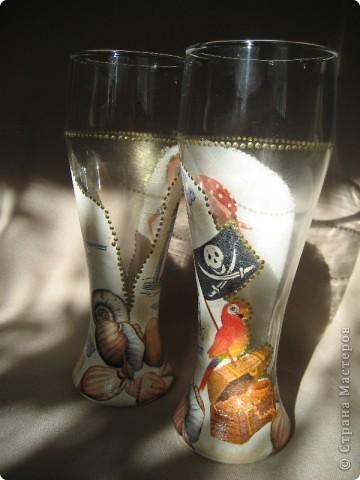 """Представляю на Ваш суд мою первую работу по декорированию бокалов. Сделаны они в подарок молодому человеку. Он помогает мужу тюнинговать нашу """"Калинку"""". фото 13"""