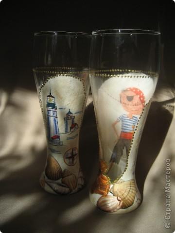 """Представляю на Ваш суд мою первую работу по декорированию бокалов. Сделаны они в подарок молодому человеку. Он помогает мужу тюнинговать нашу """"Калинку"""". фото 14"""