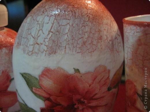Здравствуйте, жители Страны мастеров! Хочу вам показать несколько моих очередных работ.  Вот первая-думаю у многих со стародревних времён есть такие скучные стеклянные конфетницы. Вот и у меня такая залежалась. И решила я , что надо ей дать новую жизнь и превратить в вазочку для украшений. фото 9