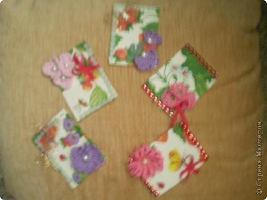 """Серия """"""""Ситец"""". Использовала картон, обклеенный салфетками, вязанные цветочи-лепесточки, ну и дополнила разлиными добавками фото 1"""