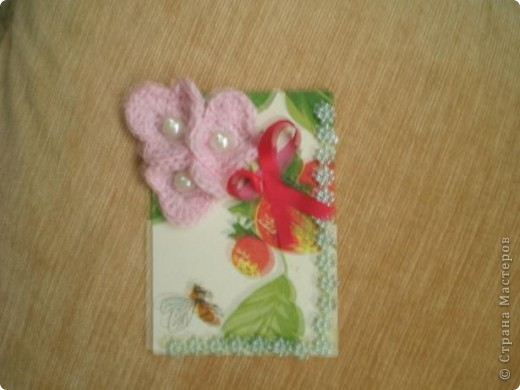 """Серия """"""""Ситец"""". Использовала картон, обклеенный салфетками, вязанные цветочи-лепесточки, ну и дополнила разлиными добавками фото 3"""