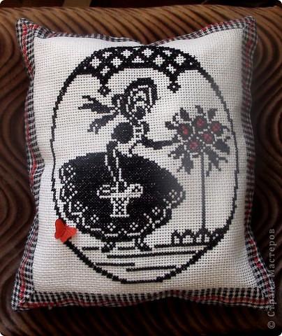 Подушка с вышивкой.
