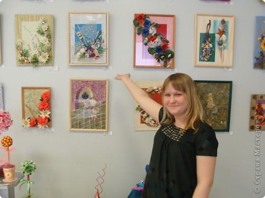 Я на отчетной выставке в Доме Детского Творчества со своей работой. фото 1