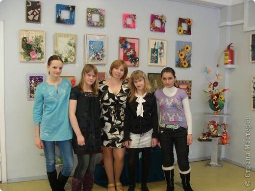 Я на отчетной выставке в Доме Детского Творчества со своей работой. фото 2