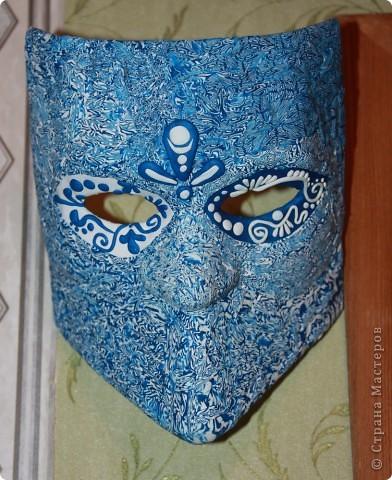 Пылилась у меня много лет венецианская маска. Брат привез для меня специально белую необработанную маску, чтобы я сама ее оформила. Но как-то руки не доходили. А вот вчера дошли. Оформила в странном стиле, но я довольна. фото 1