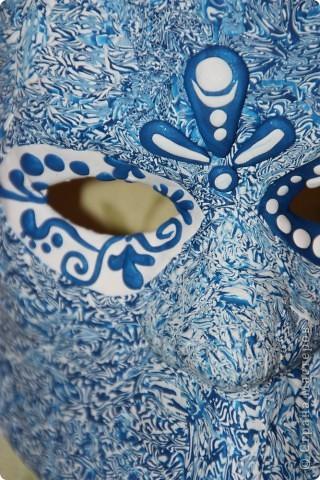 Пылилась у меня много лет венецианская маска. Брат привез для меня специально белую необработанную маску, чтобы я сама ее оформила. Но как-то руки не доходили. А вот вчера дошли. Оформила в странном стиле, но я довольна. фото 2