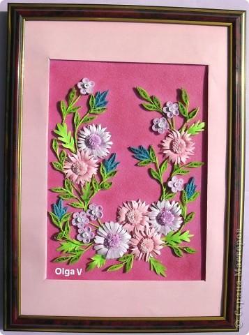 И снова предлагаю вашему вниманию очередную цветочную композицию. При выполнении композиции следовала таблице про гармонирующие цвета. Таблицу можно посмотреть вот здесь http://stranamasterov.ru/node/160683. Цветы покрупнее слегка затонировала сиреневыми и розовыми тенями. фото 2