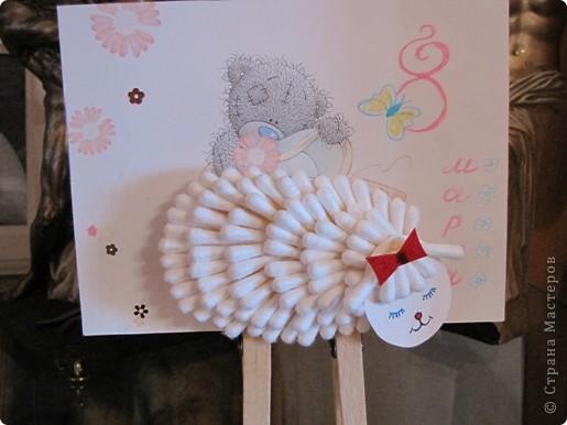 Подставка в виде овечки, сделанной из ватных палочек. фото 1