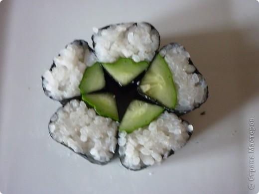 Каппа-маки это простой роллл с огурцом. Светлана Уколова предложила сделать такой обычный ролл, но ввиде цветка! Смотрится очень нарядно.