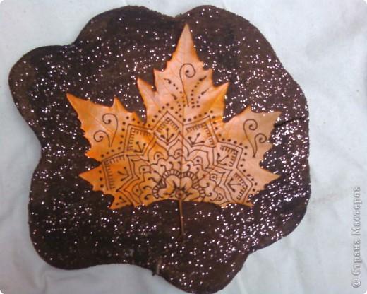 Рисуем на кленовых листьях хной! фото 3