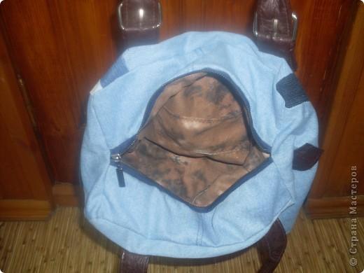 Накопилось много кусочков от разных джинсов ,вот и решила сшить сумку.Ручки взяла от старой сумки фото 3