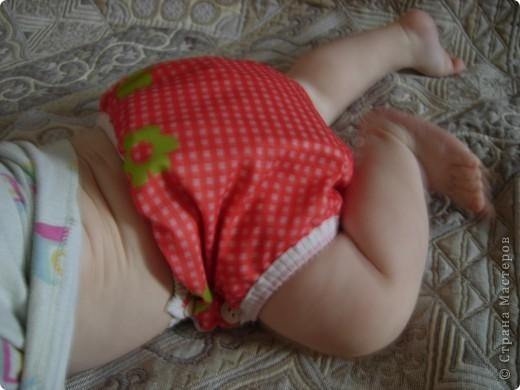 Такой многоразовый подгузник отдали мне знакомые,когда родился мой первый сын.Правда использовать я его стала через 6 месяцев,и только во время прогулки.Учила ребёнка не писать на улице. фото 7