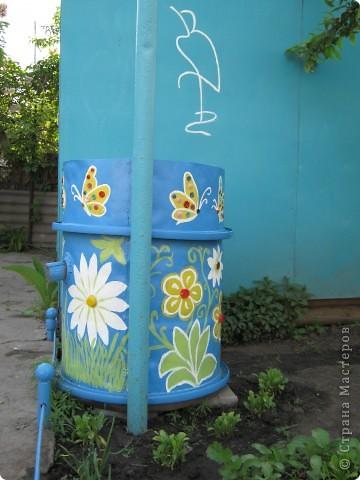 Очень мне понравились расписные садовые бочки, у нас тоже есть бочка, в выходные решила ее преукрасить. фото 4