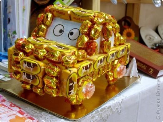 Машинка из конфет фото 2