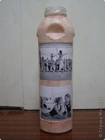 Декупаж стеклянной бутылки фото 3