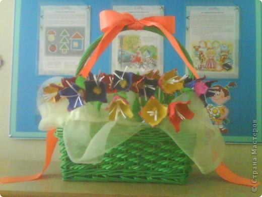 Подарок мамам на 8 марта от трех-четырехлетних  малышей(кажется, что у кого-то на сайте давно видела такие цветы, а вот у кого- не помню, приношу извинения за не указание автора) фото 1