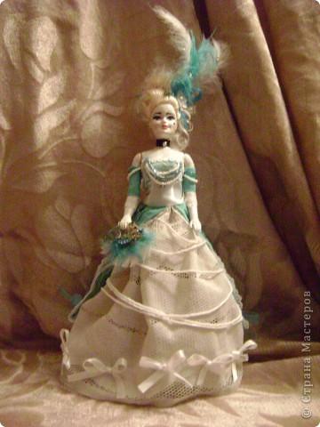 Идея этой куклы пришла как то сама собой..Плешивые головы китайских творений наталкивают на различные выходы из ситуаций. Тело такой мадам навело меня на мысль сделать её похожей на старые куклы которые делались из папье маше фото 2