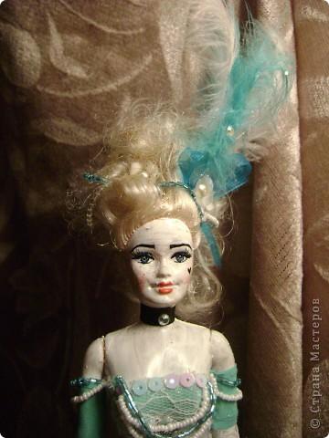 Идея этой куклы пришла как то сама собой..Плешивые головы китайских творений наталкивают на различные выходы из ситуаций. Тело такой мадам навело меня на мысль сделать её похожей на старые куклы которые делались из папье маше фото 4
