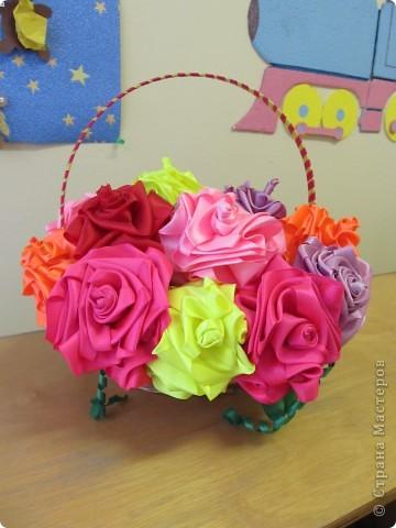 Розы сделала по  мотивам работы http://stranamasterov.ru/node/190899?tid=451%2C1303, но не в рамке, а в корзинке, цветки надеты на шпажки фото 2