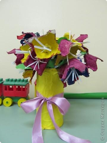 Подарок мамам на 8 марта от трех-четырехлетних  малышей(кажется, что у кого-то на сайте давно видела такие цветы, а вот у кого- не помню, приношу извинения за не указание автора) фото 3