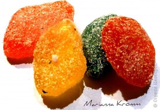 Мармелад, делается просто из прозрачной окрашенной основы (красила пищевыми красителями), обваляла в сахарном песке фото 1