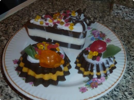 Мармелад, делается просто из прозрачной окрашенной основы (красила пищевыми красителями), обваляла в сахарном песке фото 7