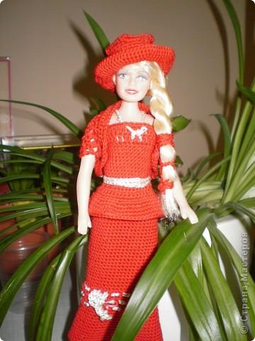Девушка в красном...Вот такая Красная Шляпочка у меня получилась...две недели не хотела она одеваться и выходить в свет,то это ей не так,то так ей не эдак...А Маруська она по тому,что она Маруська- слишком вертлява,ну и как истиннвая девушка,любит красиво одеться...ну все по порядку.... фото 3