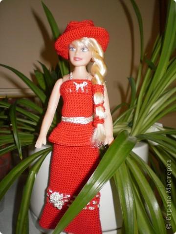 Девушка в красном...Вот такая Красная Шляпочка у меня получилась...две недели не хотела она одеваться и выходить в свет,то это ей не так,то так ей не эдак...А Маруська она по тому,что она Маруська- слишком вертлява,ну и как истиннвая девушка,любит красиво одеться...ну все по порядку.... фото 2