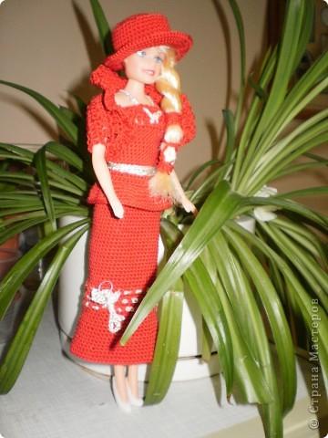Девушка в красном...Вот такая Красная Шляпочка у меня получилась...две недели не хотела она одеваться и выходить в свет,то это ей не так,то так ей не эдак...А Маруська она по тому,что она Маруська- слишком вертлява,ну и как истиннвая девушка,любит красиво одеться...ну все по порядку.... фото 7