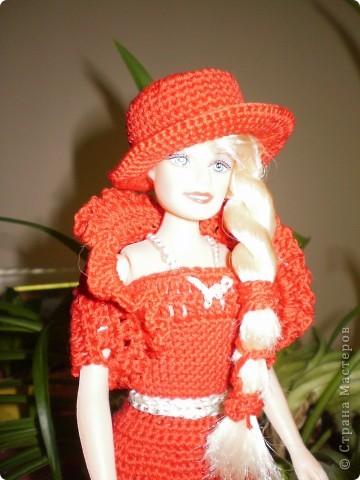 Девушка в красном...Вот такая Красная Шляпочка у меня получилась...две недели не хотела она одеваться и выходить в свет,то это ей не так,то так ей не эдак...А Маруська она по тому,что она Маруська- слишком вертлява,ну и как истиннвая девушка,любит красиво одеться...ну все по порядку.... фото 1