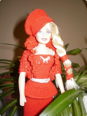 Девушка в красном...Вот такая Красная Шляпочка у меня получилась...две недели не хотела она одеваться и выходить в свет,то это ей не так,то так ей не эдак...А Маруська она по тому,что она Маруська- слишком вертлява,ну и как истиннвая девушка,любит красиво одеться...ну все по порядку.... фото 5