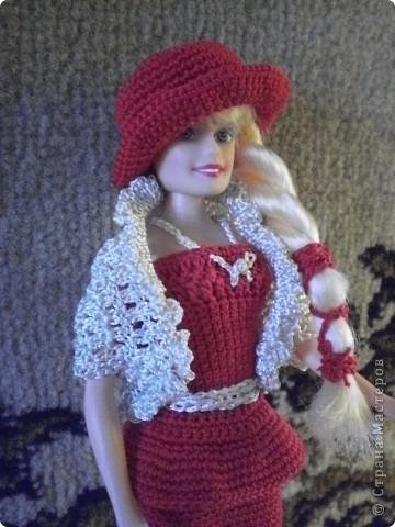 Девушка в красном...Вот такая Красная Шляпочка у меня получилась...две недели не хотела она одеваться и выходить в свет,то это ей не так,то так ей не эдак...А Маруська она по тому,что она Маруська- слишком вертлява,ну и как истиннвая девушка,любит красиво одеться...ну все по порядку.... фото 8