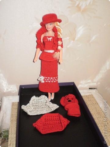 Девушка в красном...Вот такая Красная Шляпочка у меня получилась...две недели не хотела она одеваться и выходить в свет,то это ей не так,то так ей не эдак...А Маруська она по тому,что она Маруська- слишком вертлява,ну и как истиннвая девушка,любит красиво одеться...ну все по порядку.... фото 9