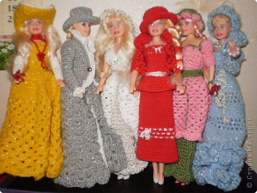 Девушка в красном...Вот такая Красная Шляпочка у меня получилась...две недели не хотела она одеваться и выходить в свет,то это ей не так,то так ей не эдак...А Маруська она по тому,что она Маруська- слишком вертлява,ну и как истиннвая девушка,любит красиво одеться...ну все по порядку.... фото 10