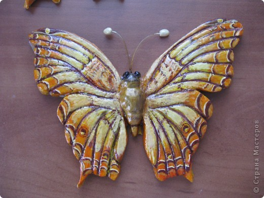 Очень хотелось передать легкость и воздушность бабочки, хоть она и из .соленого теста фото 1