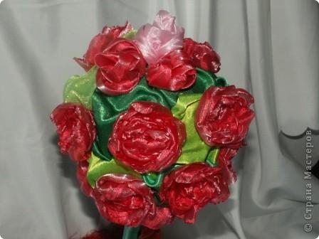 Розы, розочки! Какое удовольствие их делать! Спасибо мастерицам за идею дерева! http://stranamasterov.ru/node/138022 Отличный подарок к празднику! фото 2