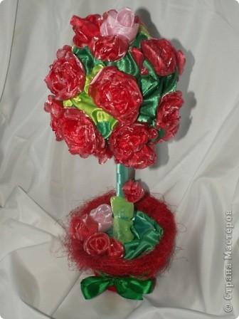 Розы, розочки! Какое удовольствие их делать! Спасибо мастерицам за идею дерева! http://stranamasterov.ru/node/138022 Отличный подарок к празднику! фото 3