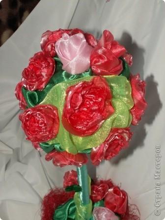 Розы, розочки! Какое удовольствие их делать! Спасибо мастерицам за идею дерева! http://stranamasterov.ru/node/138022 Отличный подарок к празднику! фото 4