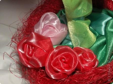 Розы, розочки! Какое удовольствие их делать! Спасибо мастерицам за идею дерева! http://stranamasterov.ru/node/138022 Отличный подарок к празднику! фото 7