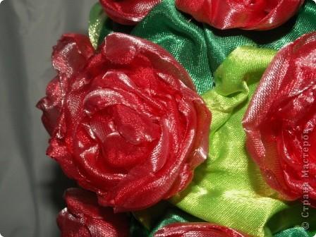 Розы, розочки! Какое удовольствие их делать! Спасибо мастерицам за идею дерева! http://stranamasterov.ru/node/138022 Отличный подарок к празднику! фото 8