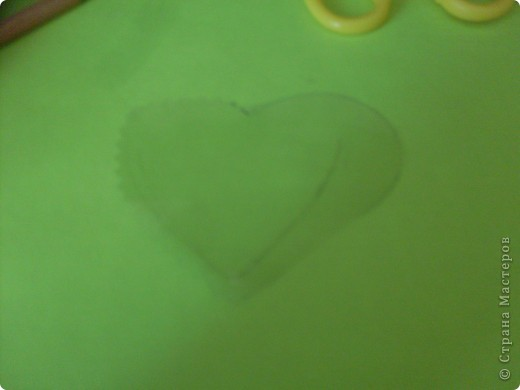 Нам понадобиться: Обложка для тетрадки наклейки ножницы и 2 валентинки (поменьше и побольше)  фото 4
