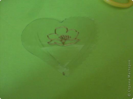 Нам понадобиться: Обложка для тетрадки наклейки ножницы и 2 валентинки (поменьше и побольше)  фото 6