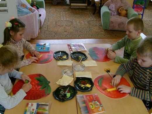 С детьми на занятии сделали вот таких весёлых гусениц.  фото 2