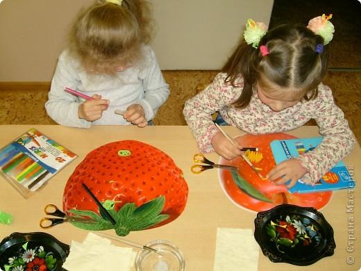 С детьми на занятии сделали вот таких весёлых гусениц.  фото 3