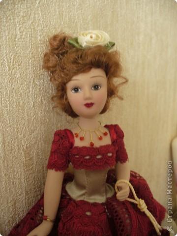 Эмма Бовари от производителя. Куколка красивая. Понравились длинные волнистые волосы. Но, вот наряд разочаровал. Захотелось полностью переделать образ этой дамы. фото 5